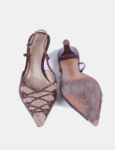 Sandalia de punta marron destalonada