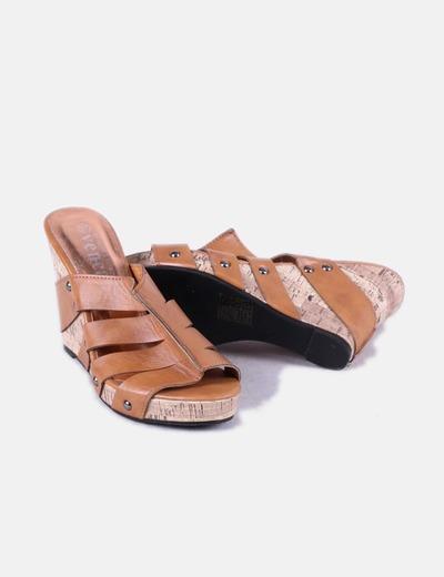 Sandalias marrones con cuna