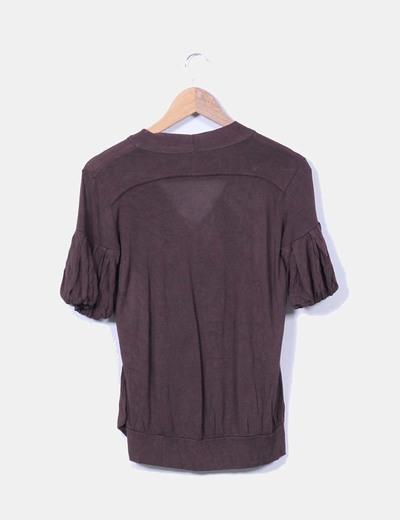 Blusa marron con mangas abullonadas