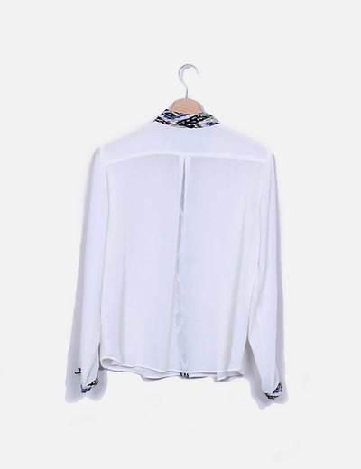 Camisa gasa color crudo solapas estampadas