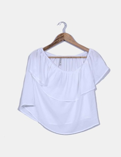 Top blanco  con vuelo Stradivarius