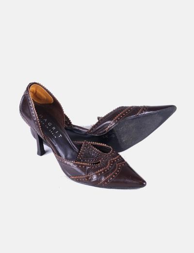 Zapato de tacon polipiel marron acabado en punta