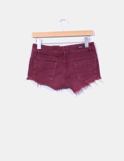 Shorts burdeos con flecos