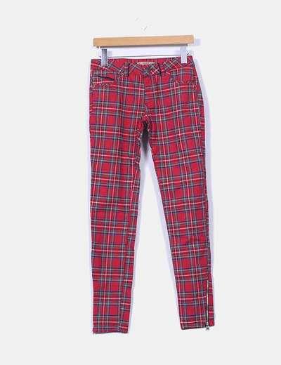 Pantalón pitillo cuadros rojos Pull&Bear