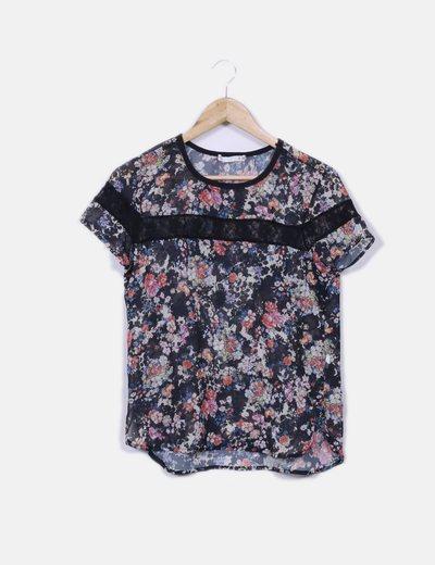 Blusa semitransparente floral detalle encaje