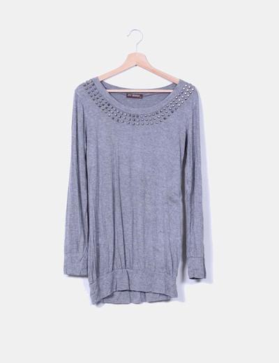 Camiseta gris con tachas Menglu