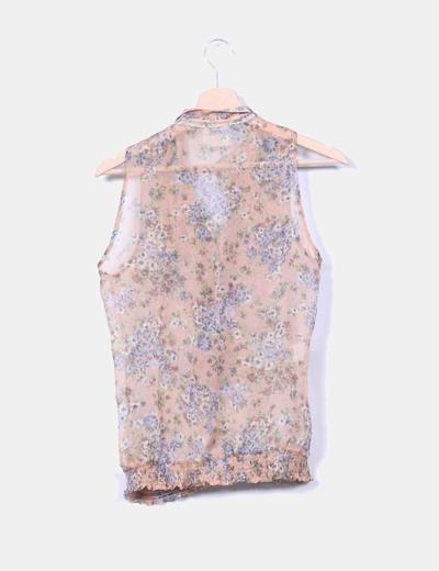 Blusa floral con chorrera
