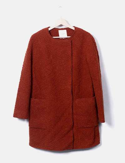 Abrigo largo marrón rizado Pull&Bear
