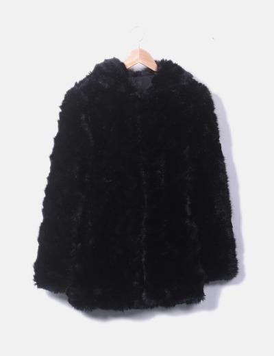 Chaquetón pelo negro con capucha