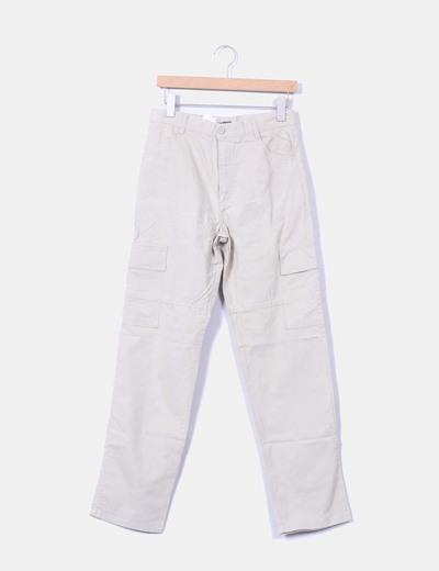 Pantalón beige recto varios bolsillos NoName