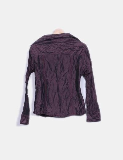 Camisa morada efecto arrugado