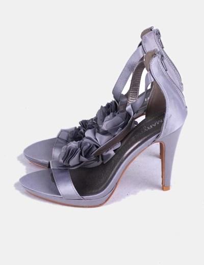 Zapato gris satinado con rosetones Marypaz