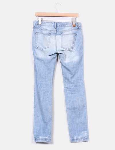 Jeans claros con rotos