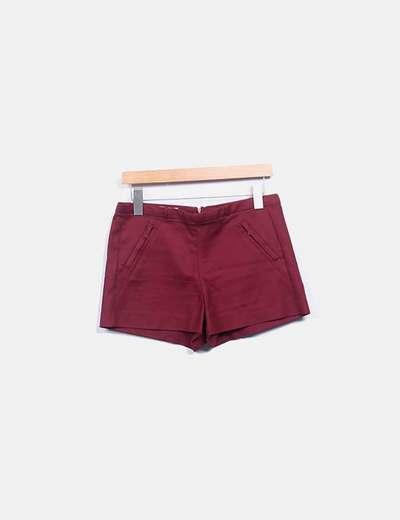 Short burdeos con bolsillos