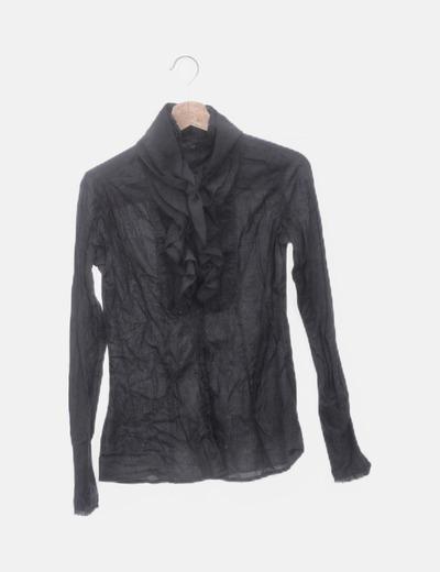 Camisa negra chorreras