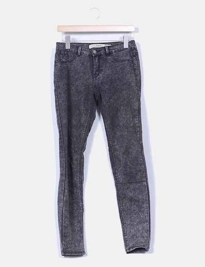 Pantalón negro efecto envejecido Zara