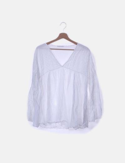 Blusa blanca con encaje