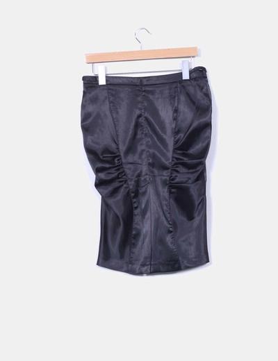 Falda negra satinada drapeada
