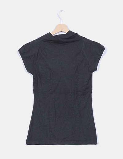 Camiseta negra seda y cachemira escote capa
