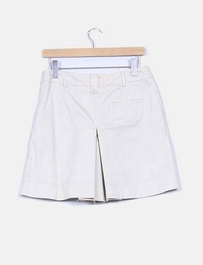 Bermudas beige con bolsillos