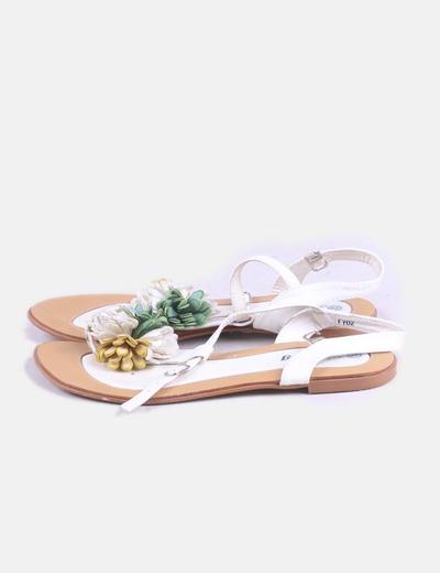 Sandalia blanca flor