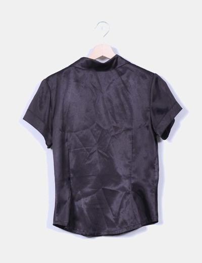 Camisa negra satinada manga corta
