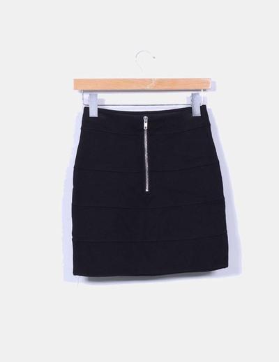 Mini falda elastica negra con cremallera
