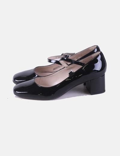 Zapato de tacón charol negro