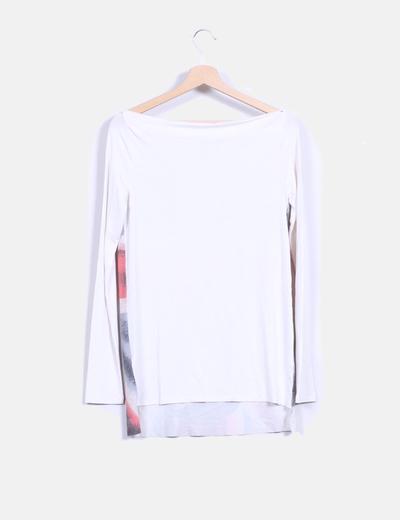 Camiseta manga larga blanca con estampado cuello barco