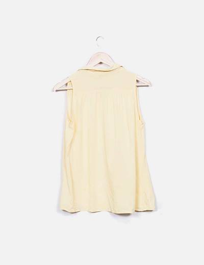 Camisa sin mangas amarilla