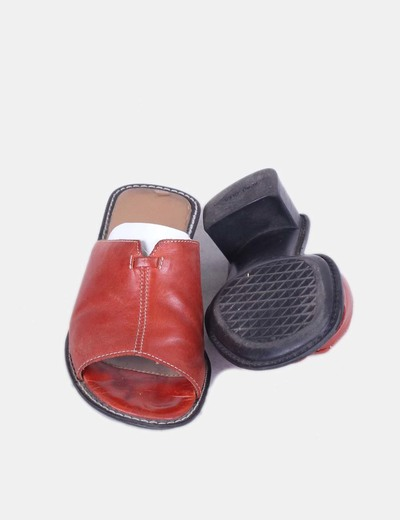 Sandalia roja destalonada