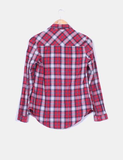 Camisa cuadros rojos y blancos