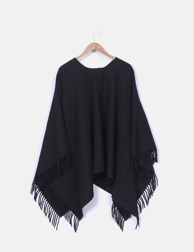 Poncho de lana negro oversize con flecos