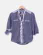 Camisa azul detalles florales Atmosphere