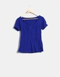 Camiseta azul klein detalle estrellas Stradivarius