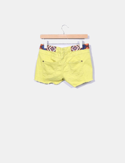 Shorts etnico amarillo