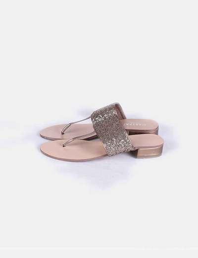 Sandalia de dedo pedrería dorada  Marypaz