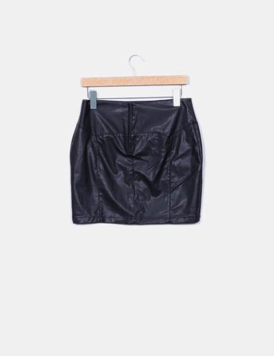 Falda negra encerada