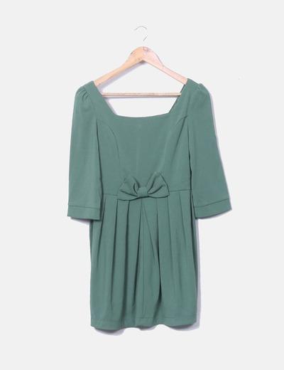 Vestido verde con lazo