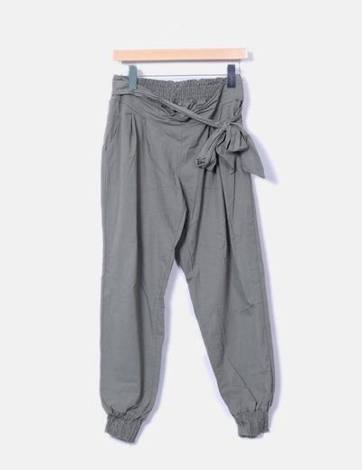 Pantalón fluido verde con cinturón NoName