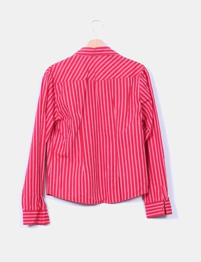 Camisa de rayas roja y rosa
