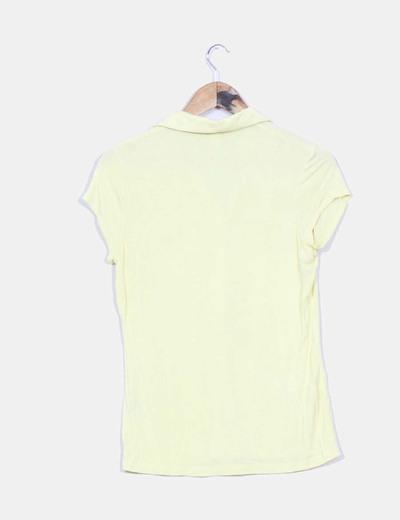 Camiseta basica detalle cuello tipo polo