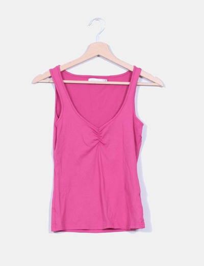 Camiseta basica rosa detalle fruncido escote Zara