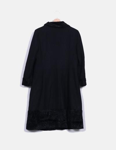 en venta 2b6b4 20e5e Abrigo negro con pelo en los puños