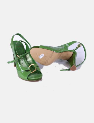Sandalia acharolada verde