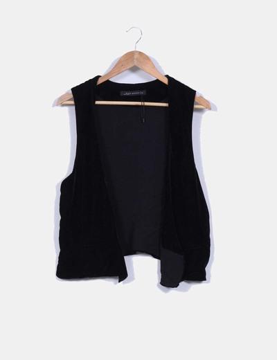 Chaleco negro aterciopelado Zara