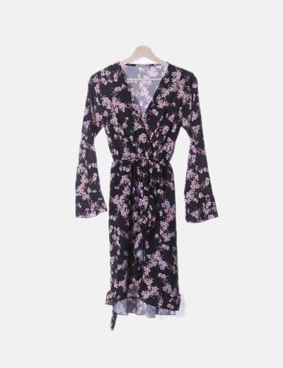 Vestido negro floral detalles plisados