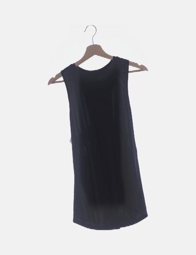 Camiseta negra deportiva