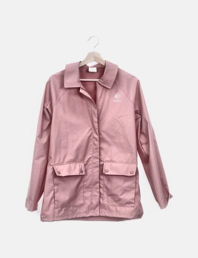Chaqueta impermeable rosa