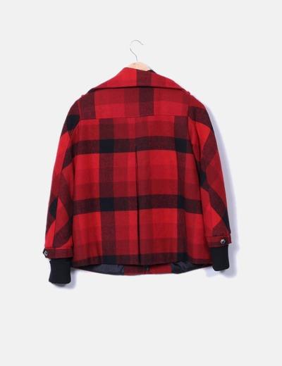 Abrigo rojo de cuadros